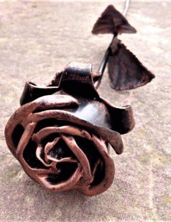 Kovácsoltvas bronz rózsa