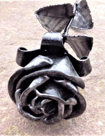 Kovácsoltvas ezüst rózsa
